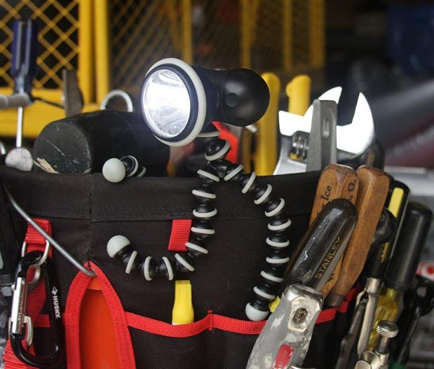 gorilla adjustable flexible tripod flashlight